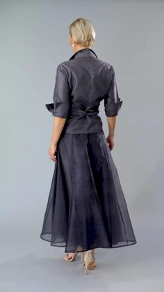 A tea length Gunmetal pure silk outfit with sleeves is classic and elegant for the mother of the bride/ groom for a cocktail, beach, boho, country, rustic, formal wedding and rehearsal dinner in Spring/ Summer and Fall/ Winter | Mother of the Bride / Groom Dresses #livingsilk #celebrateinsilk #puresilk #motherofthebridedresses #motherofthegroomdresses #weddingideas #weddings
