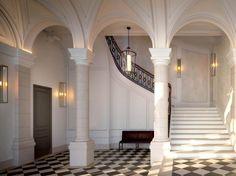 paris-7arr-entrance-stairs