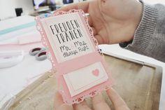 Finde hier eine Schritt für Schritt Anleitung wie du selber DIY-Freudentränen-Taschentücher Halterungen machen kannst!