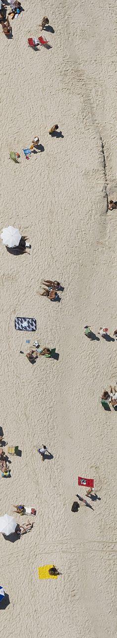 World Water Day - Dia Mundial da Água:  Grupo de pessoas na Praia de Copacabana, Rio de Janeiro, Brasil, parte 1 de 4. Fotografias aéreas de praias e natureza.