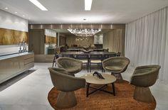 Apostando numa paleta de cores outonais, este apartamento de 330 m² nos arredores de Belo Horizonte, MG, prima pela elegância. Projeto assinado pela designer de interiores Camila Guerra.