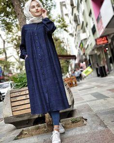 Plaid and Stripped Dress Inspiration for Hijabies Girls Hijab Style & Hijab Fashion Ideas Hijab Style Dress, Casual Hijab Outfit, Hijab Chic, Abaya Fashion, Muslim Fashion, Modest Fashion, Fashion Dresses, Fashion Fashion, Abaya Mode