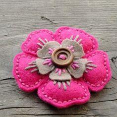 Vykvetla jsem - brožka brož květina ozdoba kytka knoflík brožka mandala filc vyšivka mandalka crochetka: