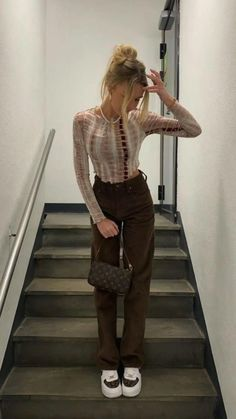 Girls Fashion Clothes, Teen Fashion Outfits, Fashion Hacks, Mode Streetwear, Streetwear Fashion, Plaid Pants Outfit, Brown Outfit, Hot Outfits, Fall Outfits