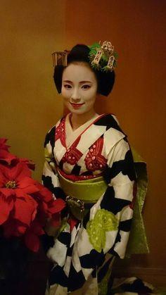 December 2015: maiko Fukunae in shibori butterfly kimono.