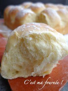 """Brioche """"buchty"""" 500g de farine type 45 15g de levure de boulanger fraiche (ou 5g de sèche) 1 pot de crème fraîche épaisse entière de 20cl  60g de sucre 2 oeufs à température ambiante et complétez à 200g avec du lait entier tiède (oeufs + lait =200g)  1 cc de sel"""