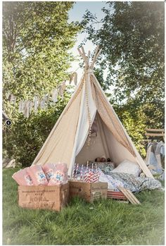 Set up a cute teepee/fairy tent at the wedding for children to play in or for photo booth. Perfect for a wedding in garden party style / backyard. Deco Champetre, Romantic Picnics, Wedding With Kids, Wedding Ideas, Wedding Inspiration, Kids Corner, Cozy Corner, Summer Garden, Boho Garden Party
