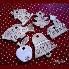 Keramické+vánoční+ozdoby+-+sada+na+přání+5+ks+sněhuláků+5+ks+vánočních+stromečků+5+ks+kostelíčků+5+ks+jablíček+5+ks+srdíček+5+ks+andílků+foto+je+pouze+ilustrační+Rezervace+pro+Martina+Nevrlková. Christmas Clay, Xmas, Salt Dough Ornaments, Make And Sell, How To Make, Ceramic Art, Handmade, Polymer Clay, Cold Porcelain