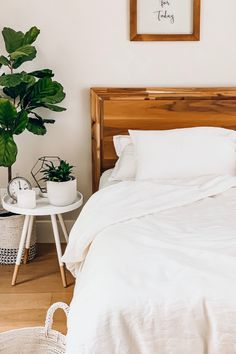 White linen sheets can add modernity and simplicity if you want to create fresh and modern space in your home. MagicLinen has pure linen bedding in a variety of sizes. Grown Up Bedroom, Cozy Bedroom, Bedroom Inspo, Modern Bedroom, Bedroom Wall, Bedroom Ideas, Linen Bedroom, Dream Bedroom, Linen Bedding