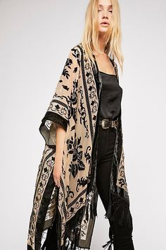 Magic Dance Kimono from Free People. A Lightweight Free People Kimono featured in a colorful pattern with a border print. View 10 Ways to Wear this kimono! Mode Outfits, Fall Outfits, Fashion Outfits, Womens Fashion, Fashion Tips, Fashion Trends, Fashion Ideas, Fashion 2016, Japan Fashion