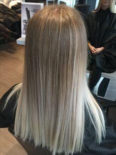 Brown Hair Balayage, Blonde Hair With Highlights, Ombre Hair, Bonde Hair, Bob Haircut For Fine Hair, Blunt Hair, Platinum Blonde Hair, Hair Shades, Pinterest Hair