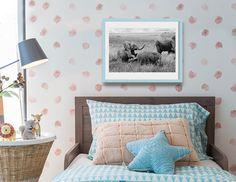 """Juegos de elefantes"" una fotografía de Javier Aranburu.  #photodecor#elefant#babyelefant#kidbedroom#habitacioninfantil#decoideas#animals#wildlife#blackandwhitephoto#fotografíadeautor#playing#loveanimals#fotodeco"