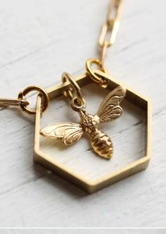 ≗ The Bee's Reverie ≗ A Bee Hive Necklace   silkpursesowsear.com