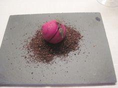 Rødbetmakron med chevrekrem