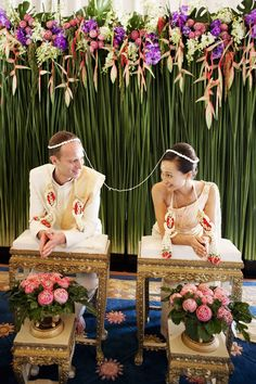 I wouldn't mind doing a traditional Thai wedding. I think they're beautiful Traditional Thai Wedding. Do not miss these gorgeous details! Laos Wedding, Buddhist Wedding, Thailand Wedding, Khmer Wedding, Wedding Rituals, Wedding Altars, Wedding Ceremony, Reception, Thai Wedding Dress
