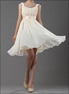 Kurzes Brautkleid Schultern bedeckend