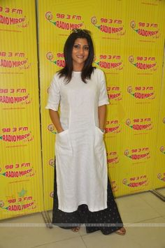 5 Reasons Why We Love Konkona Sen Sharma! Kurti Neck Designs, Blouse Designs, Indian Dresses, Indian Outfits, Street Style India, Kurta Style, 98, Indian Designer Wear, Suit Fashion