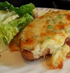 *Welsh Rarebit* - If you're looking for a traditionally tasty, easy and economically typically British supper dish look no further. Welsh Rarebit it is. There is only one question that begs to be answered . is it RAREbit . or is it RABbit? Welsh Recipes, Scottish Recipes, British Recipes, English Recipes, British Meals, Typical British Food, English Meals, Recipe For Welsh Rarebit, Traditional English Food