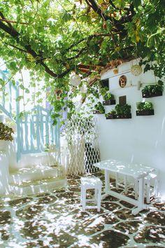Pepper's Courtyard in Mykonos, Greece Mykonos Town, Mykonos Greece, Crete Greece, Athens Greece, Best Greek Food, Greece House, Secluded Beach, Backyards, Sweet Home