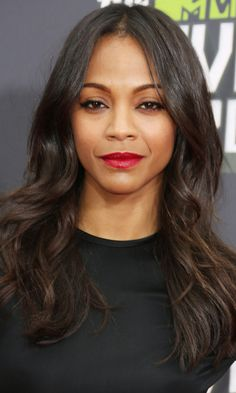 Keeping her hairstyle low-key with loose waves, Zoe Saldana lets her rich glossy dark brown colour speak for itself.