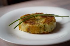 Potato cakes with fresh herbs and creme fraiche (in Dutch with translator) Low Sodium Recipes, Potato Cakes, Creme Fraiche, Fresh Herbs, Baked Potato, Potatoes, Oven, Baking, Ethnic Recipes