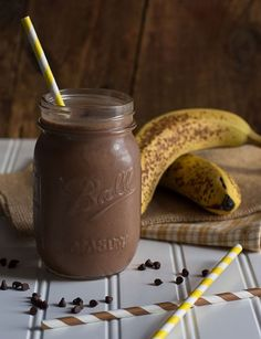 Probeer deze overheerlijke chocolade smoothie eens. De ultieme guilty pleasure voor de dagen dat je geen zin hebt in je groene smoothie.
