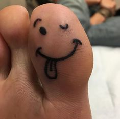 Toe tattoos are equally popular among h tattoo lovers and newbies. This is because toe tattoo designs are small and tiny. Toe Tattoos, Mini Tattoos, Cross Tattoos, Sexy Tattoos, Simplistic Tattoos, Subtle Tattoos, Trendy Tattoos, Girl Back Tattoos, Lower Back Tattoos