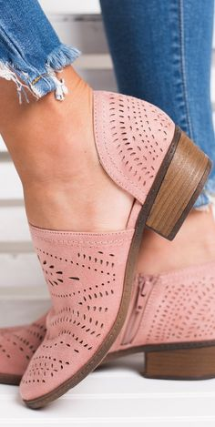 Hollow-out Low Heel Cutout Booties Faux Suede Zipper Ankle Boots Schuhe Ankle Booties Boots Cutout Faux Heel Hollowout Suede Zipper Cute Shoes, Me Too Shoes, Trendy Shoes, Awesome Shoes, Comfy Shoes, Feminine Mode, Mode Style, Low Heels, Chunky Heels