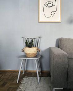 Interiorstories hat ein feines Gespür für Design! Entdecke noch mehr Wohnideen auf COUCH #wohnen #einrichtungsideen #einrichten #interior #COUCHstyle #hellblau #wohnzimmer Wall Decor, Wall Art, Art Walls, Geometric Drawing, Rustic Industrial, Wishbone Chair, Gallery Wall, Inspiration, Modern