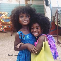 Mini naturalistas @meek927 and @riley_elle look beautiful in a photo by @creativesoulphoto! #naturalhair #TeamNatural #kiddiecurls