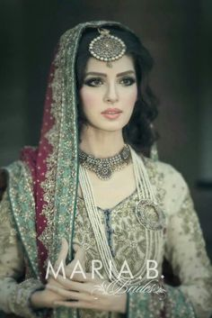 Pretty Pakistani bridal jewelry Love everything about this outfit! This is a lovely way to incorporate the red dupatta into a lighter coloured outfit Desi Bride, Desi Wedding, Pakistani Wedding Dresses, Indian Wedding Outfits, Asian Bridal, Bridal Outfits, Mode Inspiration, Bridal Looks, Glamour