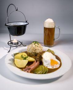 Zusers feinstes Bürgerstubengulasch mit Zusers Bürgerbräu Eggs, Breakfast, Food, Goulash, Morning Coffee, Essen, Egg, Meals, Yemek
