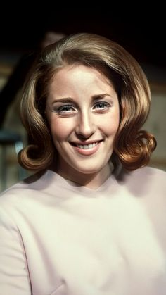 Lesley Gore, 60s Hair, Sexy Legs And Heels, Celebs, Lady, Music, Women, Celebrities, Musica