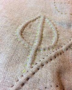 regram @ruthsingertextiles Corded quilting on natural linen. #quilting #handstitched #trapunto #trapuntoquilting