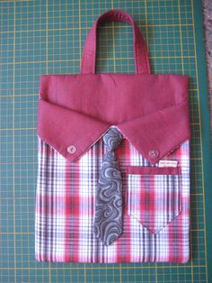 Very easy to perform and l & we can customize it as we see fit Fabric Crafts, Sewing Crafts, Sewing Projects, Sewing Tools, Sewing Hacks, Bag Patterns To Sew, Sewing Patterns, Peg Bag, Techniques Couture