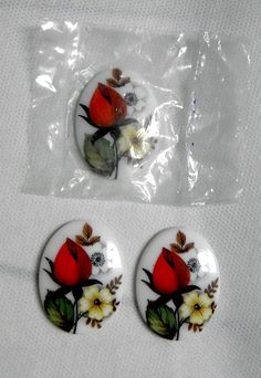 Gotta say, I love me some rosebuds! These are  RARE Vintage Large Glass cabochons - grab 'em while they last!!  :)  Rosebud by bansheehouseofmake, $8.00