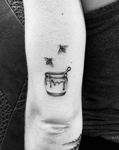 Awesome cute tattoos are offered on our web pages. look at this and you wont be sorry you did. Feather Tattoos, Rose Tattoos, New Tattoos, Girl Tattoos, Tattoo Girls, Form Tattoo, Shape Tattoo, Foot Tattoos For Women, Tattoos For Guys