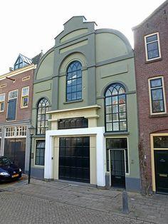 Armenkerk of kleine kerk uit ongeveer 1845 in Gouda. Deze kerk werd gesticht door de kerkenraad van de Hervormde gemeente en is nu een pakhuis.