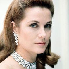 Princess Grace Kelly.... Uploaded By www.1stand2ndtimearound.etsy.com