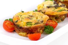This quiche is low calorie, with mostly egg whites, and lots of healthy sauteed veggies. Plus, the mini size is the perfect portion. Breakfast Cups, Paleo Breakfast, Breakfast Recipes, Brunch Recipes, Slim Fast, Quiche Veggie, Broccoli Quiche, Spinach, Quiche Cups