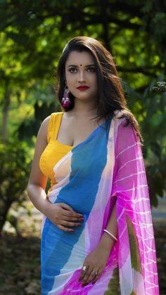 Beautiful Arab Women, Beautiful Indian Actress, Indian Beauty Saree, Indian Sarees, Pakistani, Aunty In Saree, Romantic Girl, Saree Models, Model Face