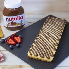 Crostata Panna Cotta con NUTELLA® Panna Cotta Tart with NUTELLA® Easy Recipe Without Cooking by Benedetta. A simple dessert, fresh and without cooking, ideal also for an alternative summer breakfast. Mango Dessert Recipes, Milkshake Recipes, Panna Cotta, Mini Desserts, Easy Desserts, Crostata Recipe, My Dessert, Gelato, My Favorite Food