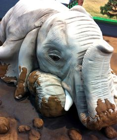 Elephant wedding cake - so detailed it's just amazing! haha this is cute but idk if for the wedding I just had to post it to show you