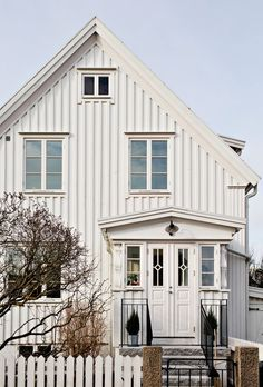 Lundin Fastighetsbyrå - Kålltorp - i toppskick Swedish House, Elle Decor, Bradford, Scandinavian Design, Shed, House Ideas, Outdoor Structures, Cabin, House Styles
