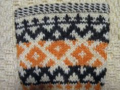 Detail from mittens knitted in Eastern Carelia, Finland Knitted Mittens Pattern, Knit Mittens, Fair Isles, Charts, Knit Crochet, Weaving, Textiles, Embroidery, Blanket
