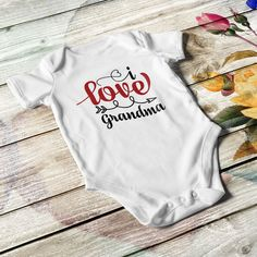 Unisex baby bodysuit in white or black color with multicolor print. Available in 4 sizes, with short sleeves and reinforced metal snaps and lap shoulders Little Babies, Cute Babies, Custom Baby Onesies, Personalized Baby Gifts, Baby First Birthday, Baby Milestones, Unisex Baby, Baby Bodysuit, Refashion