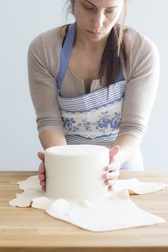 12 trucos infalibles para hacer una tarta fondant perfecta. Trucos y consejos para evitar todos los problemas usando fondant.