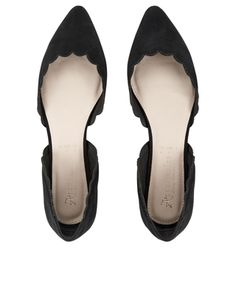 Put your chicest foot forward thanks to our two-part pointed flat shoes. With a gorgeous scallop edge, this sophisticated pair is perfect for embracing the s...