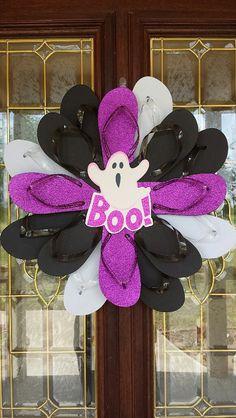 Beautiful and Unique Handmade Flip Flop Wreath Door Wall Decor Halloween Ghost BOO Wreath Crafts, Diy Wreath, Door Wreaths, Wreath Making, Wreath Ideas, Fall Halloween, Halloween Crafts, Halloween Decorations, Halloween Wreaths