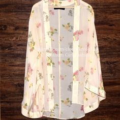 """FREE PEOPLE Cardigan Long Kimono Silk Jacket Wrap Size US 4, Small. Perfect condition.  $368 Retail + Tax.    Stunning 100% silk kimono with floral print. By One Teaspoon for Free People  AU 8 = US 4 (Small).    Measurements for US 4: Length: 34""""  Across Back: 48""""     ❗️ Please - no trades, PP, holds, or Modeling.    Bundle 2+ items for a 20% discount!    Stop by my closet for even more items from this brand!  ✔️ Items are priced to sell, however reasonable offers will be considered when…"""